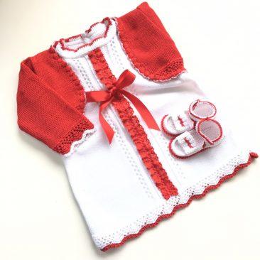 vestido rojo y patucos